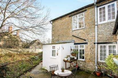 2 Bedrooms End Of Terrace House for sale in Gillingham, Dorset, .
