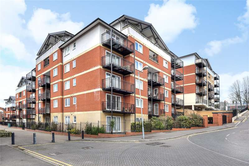 3 Bedrooms Penthouse Flat for sale in Penn Place, Northway, Rickmansworth, Hertfordshire, WD3