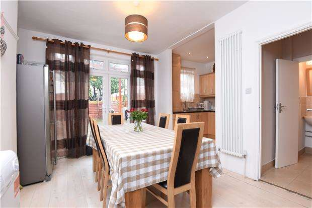 3 Bedrooms Terraced House for sale in Meadfoot Road, LONDON