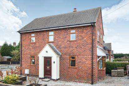 3 Bedrooms Semi Detached House for sale in Wedgwood Avenue, Wood Lane, Staffordshire
