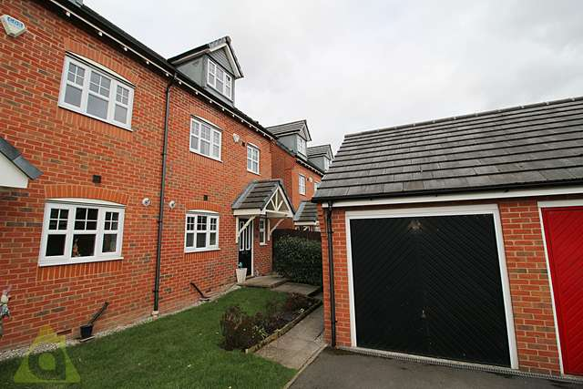 4 Bedrooms Semi Detached House for sale in Appleton Lane, Westhoughton, BL5