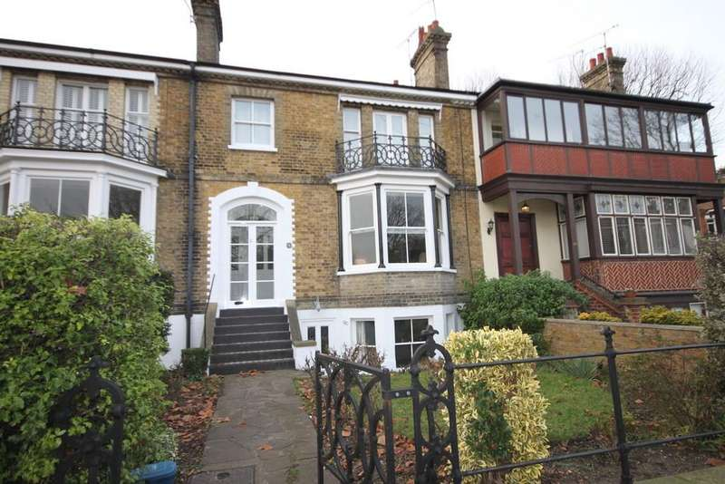 4 Bedrooms Terraced House for sale in Prittlewell Square, Southend-on-Sea