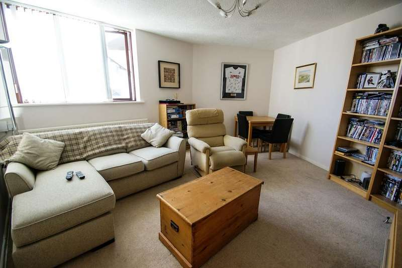 2 Bedrooms Apartment Flat for sale in Brunswick Court, Russell Street, Swansea, SA1