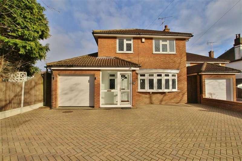 4 Bedrooms Detached House for sale in Merilies Gardens, Westcliff-On-Sea, Essex