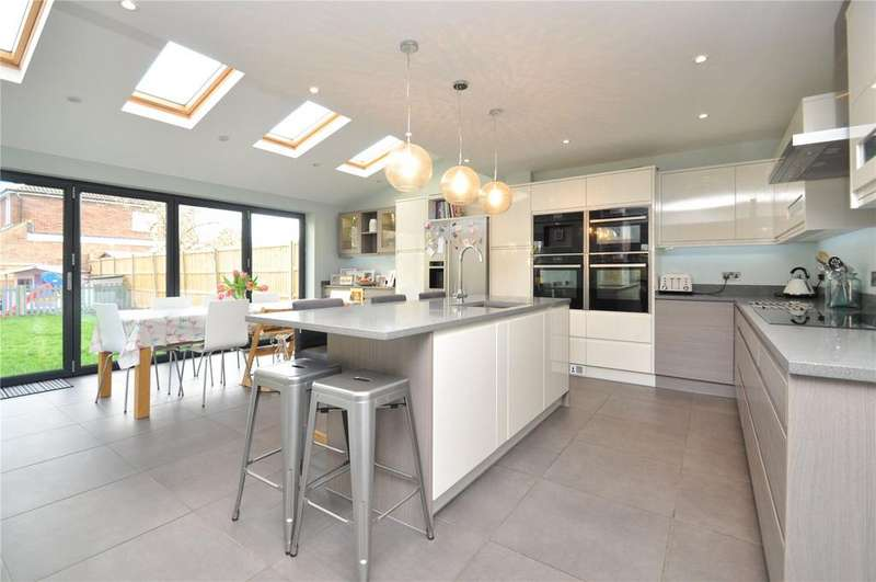 4 Bedrooms House for sale in Spooners Drive, Park Street, St. Albans, Hertfordshire