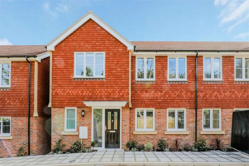 3 Bedrooms Town House for sale in Western Road, Haywards Heath, West Sussex