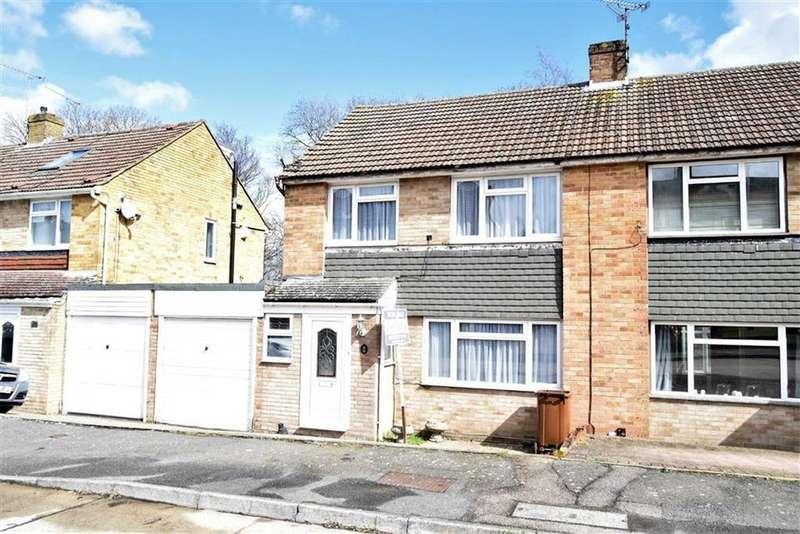 3 Bedrooms Semi Detached House for sale in Hinton Crescent, Hempstead