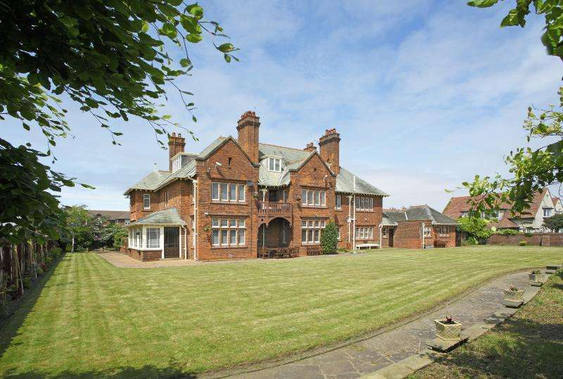 6 Bedrooms Detached House for sale in Stanley Road, Wirral, CH47