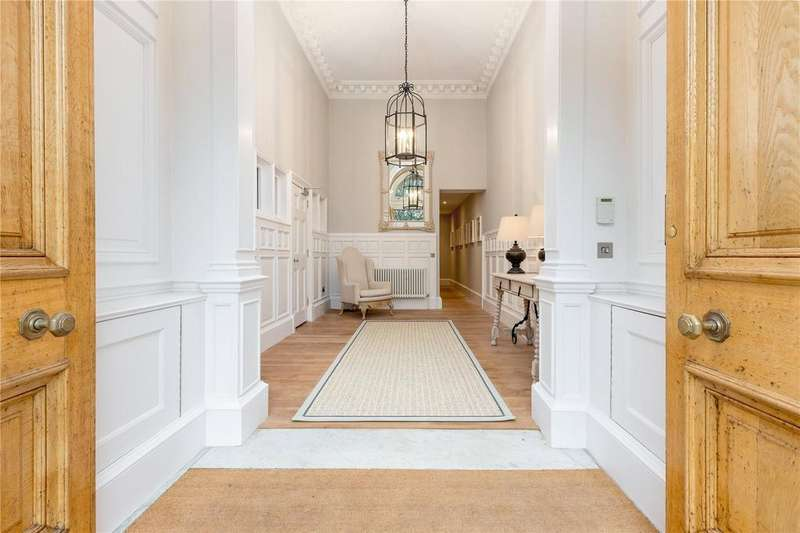 2 Bedrooms Flat for sale in 6 -7 Drumsheugh Gardens, Edinburgh