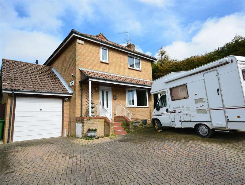 4 Bedrooms Detached House for sale in Hoover Close, St. Leonards-On-Sea