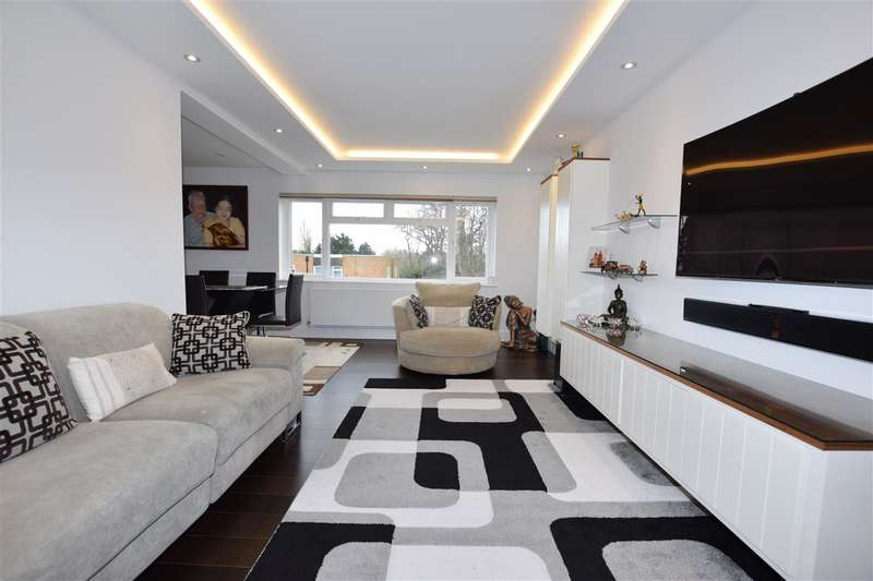 3 Bedrooms Apartment Flat for sale in Mentmore Court, September Way, Stanmore