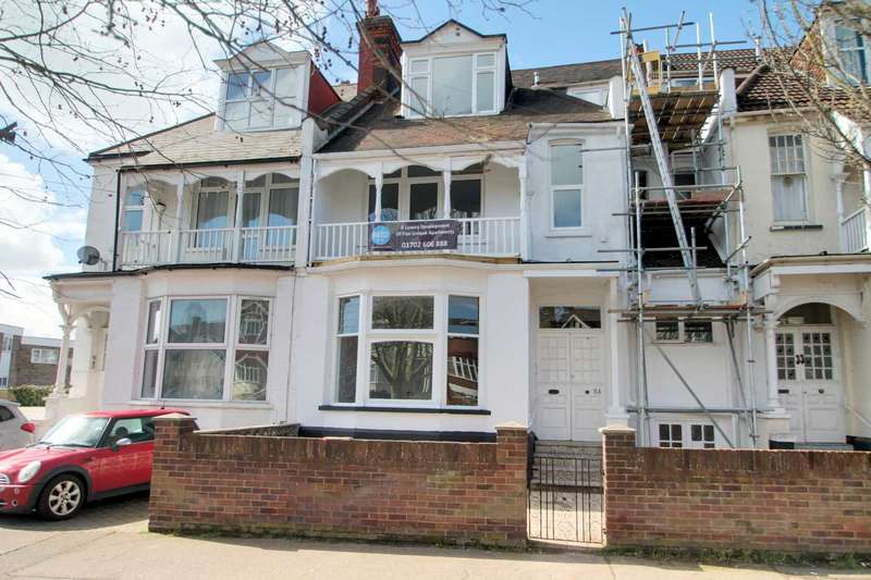 2 Bedrooms Flat for sale in Station Road, Westcliff on Sea
