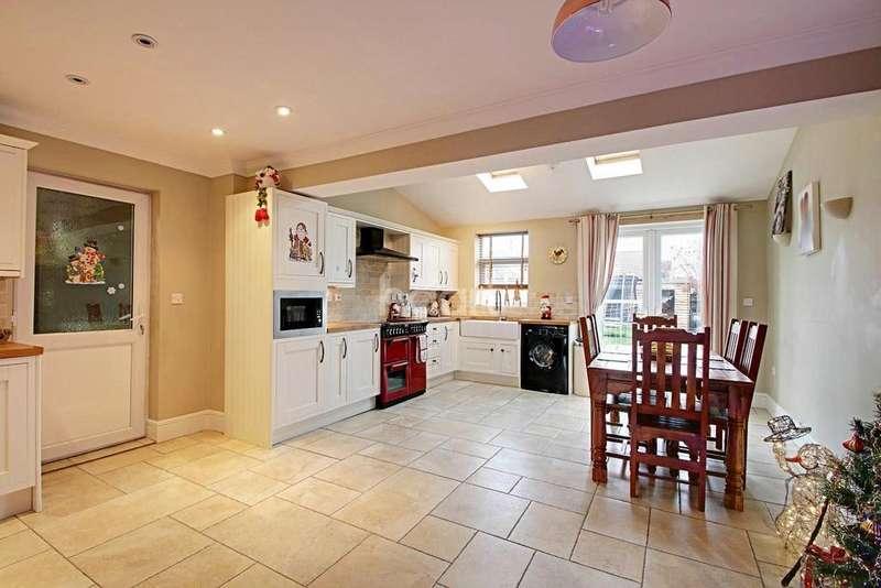 3 Bedrooms Semi Detached House for sale in Kirkgate Street, Walsoken
