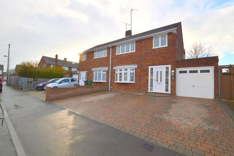3 Bedrooms Semi Detached House for sale in Dunsby Road, Luton, LU3 2UA