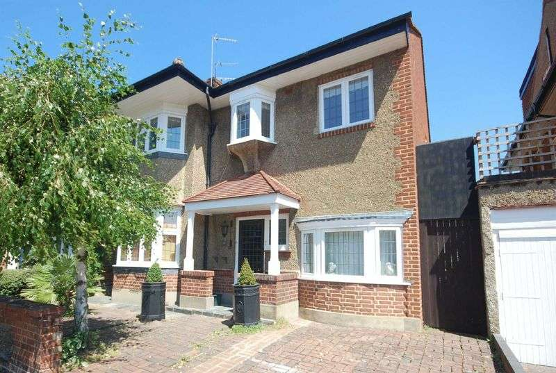 3 Bedrooms Property for rent in Southdown Avenue, Hanwell, London, W7 2AQ