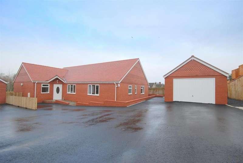 4 Bedrooms Detached House for sale in Pentrosfa Court, Llandrindod Wells