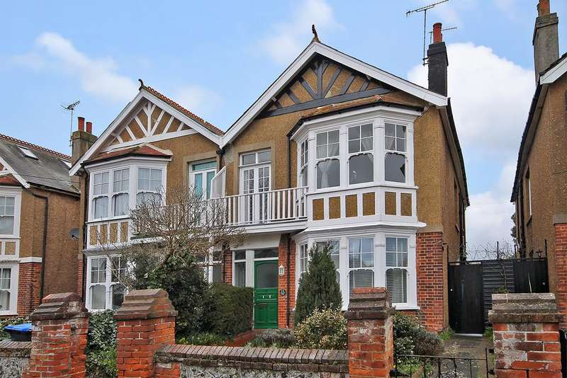 2 Bedrooms Apartment Flat for sale in Church Walk, Worthing, West Sussex BN11 2LS