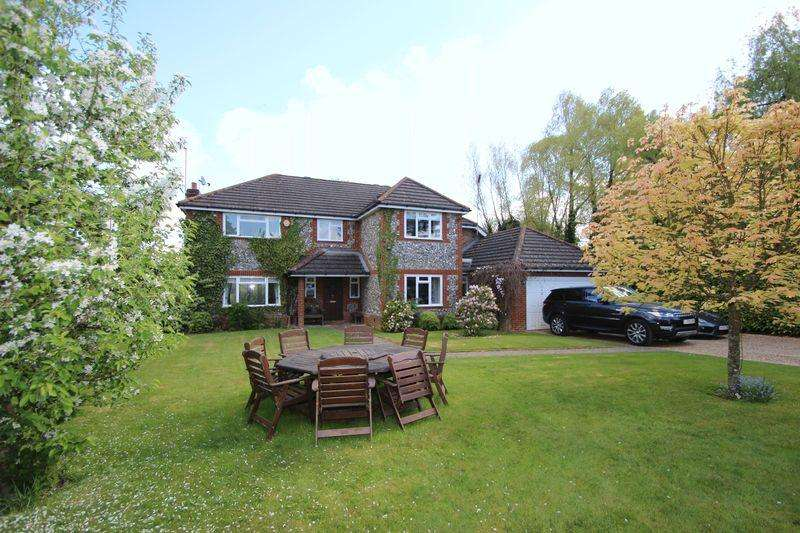 5 Bedrooms Detached House for sale in The Drive, Ifold