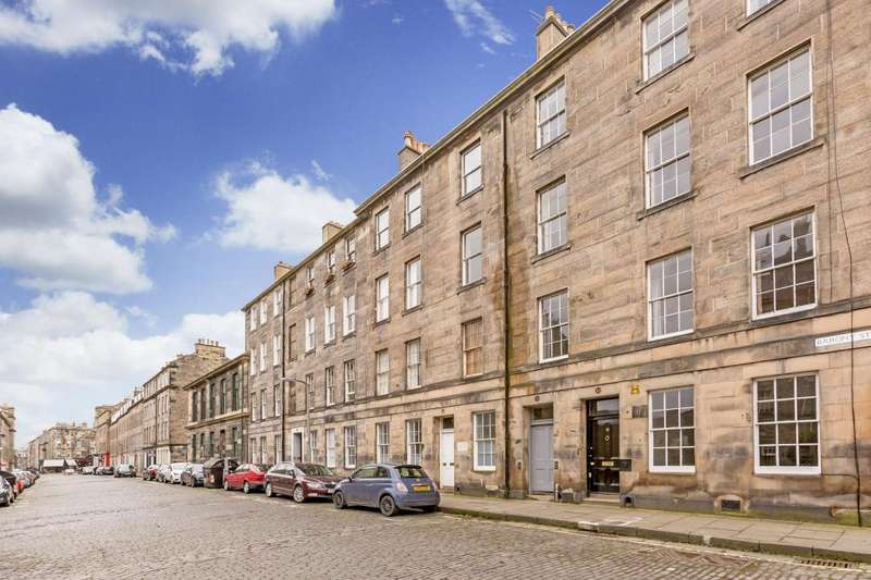 2 Bedrooms Flat for sale in 35A Barony Street, New Town, EH3 6NX