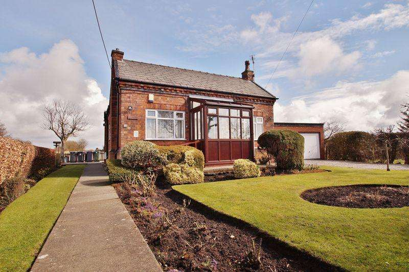 3 Bedrooms Detached Bungalow for sale in Square House Lane, Banks