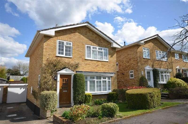 3 Bedrooms Detached House for sale in Pilgrims Close, Farnham