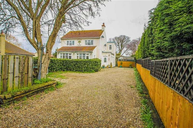 4 Bedrooms Detached House for sale in London Road, Little Clacton