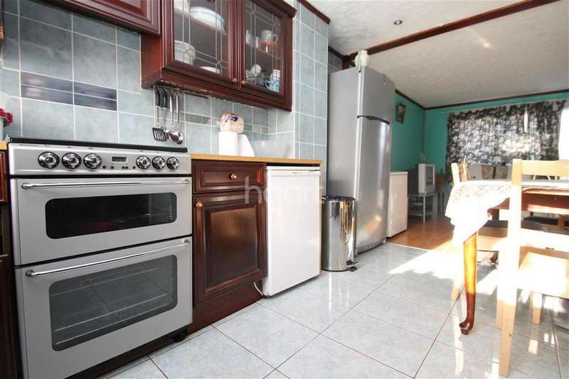 3 Bedrooms Terraced House for rent in Chigwell IG7