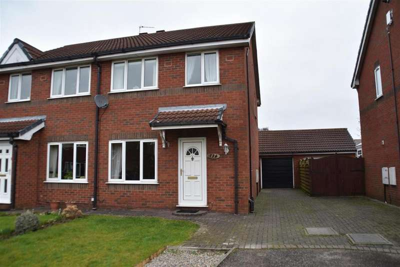 3 Bedrooms Semi Detached House for sale in Oakwood Road, Chorley