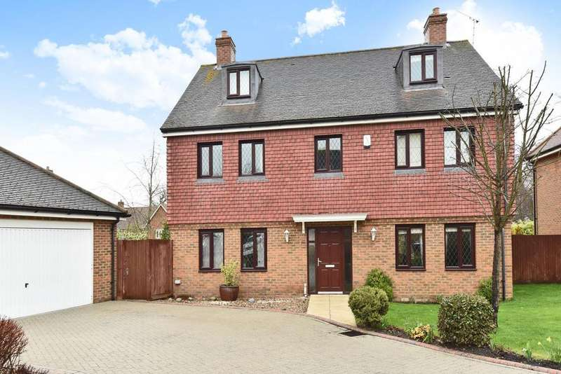 5 Bedrooms Detached House for sale in Moriarty Close, Bickley