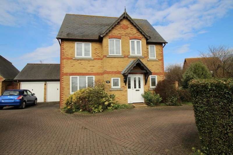 4 Bedrooms Detached House for sale in Gosbecks View, Colchester, Essex, CO2
