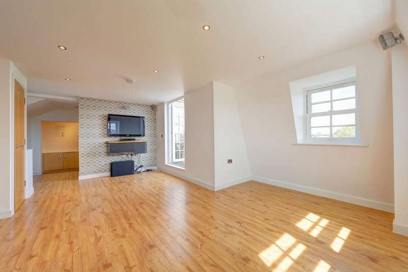 2 Bedrooms Penthouse Flat for sale in Dawes Road, Fulham