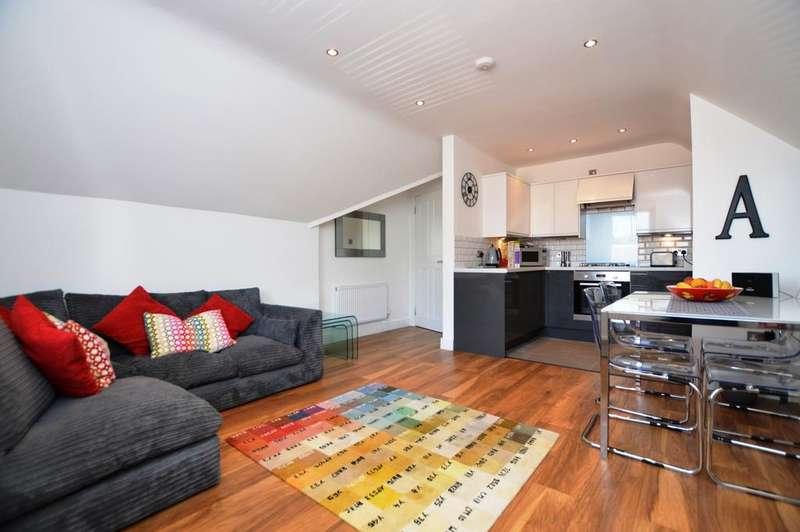 2 Bedrooms Flat for sale in Birdhurst Rise South Croydon CR2