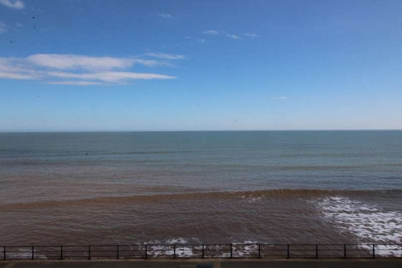 2 Bedrooms Flat for sale in The Beach, Filey, YO14