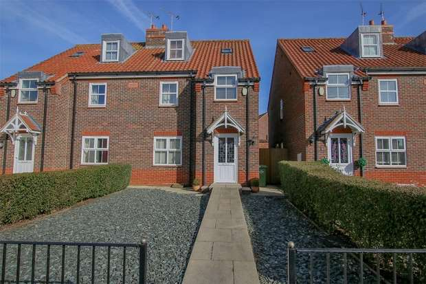 3 Bedrooms Semi Detached House for sale in 13 Hall Close, Heacham