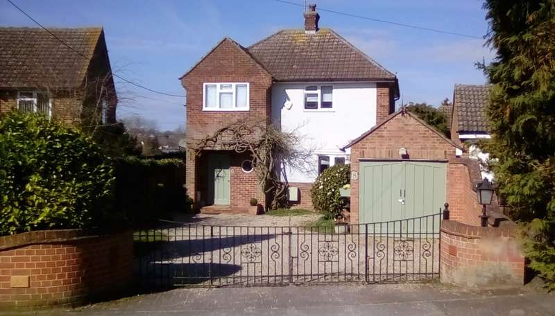 3 Bedrooms Detached House for sale in Highfield Close, Braintree, CM7