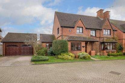 4 Bedrooms Detached House for sale in Ebbsgrove, Loughton, Milton Keynes