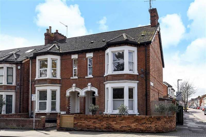 3 Bedrooms Semi Detached House for sale in Foster Hill Road, Bedford
