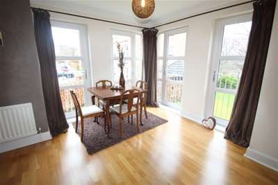 2 Bedrooms Flat for rent in St Helens Gardens, LANGSIDE