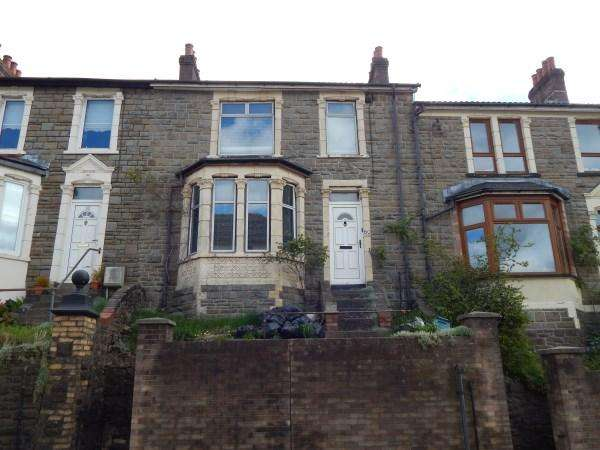 3 Bedrooms Terraced House for sale in Alexandra Road, Six Bells, NP13 2LQ