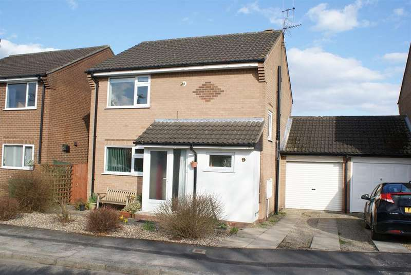 3 Bedrooms Detached House for sale in Walnut Close, Haxby, York, YO32 3ZP