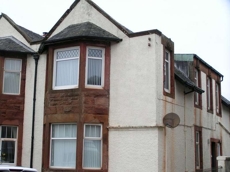 3 Bedrooms Flat for sale in 11 (upper quarter), Ferry Road, Isle of Cumbrae, KA28 0DZ