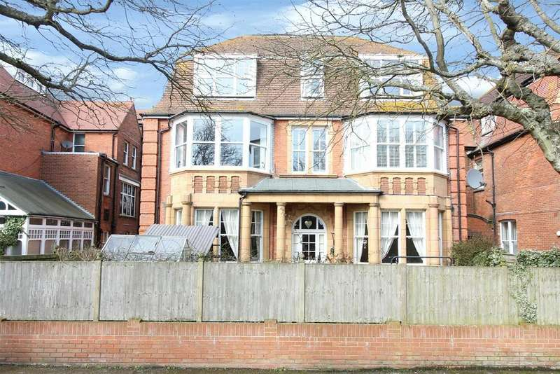 2 Bedrooms Flat for sale in Grimston Gardens , Folkestone , Kent CT20 2PX