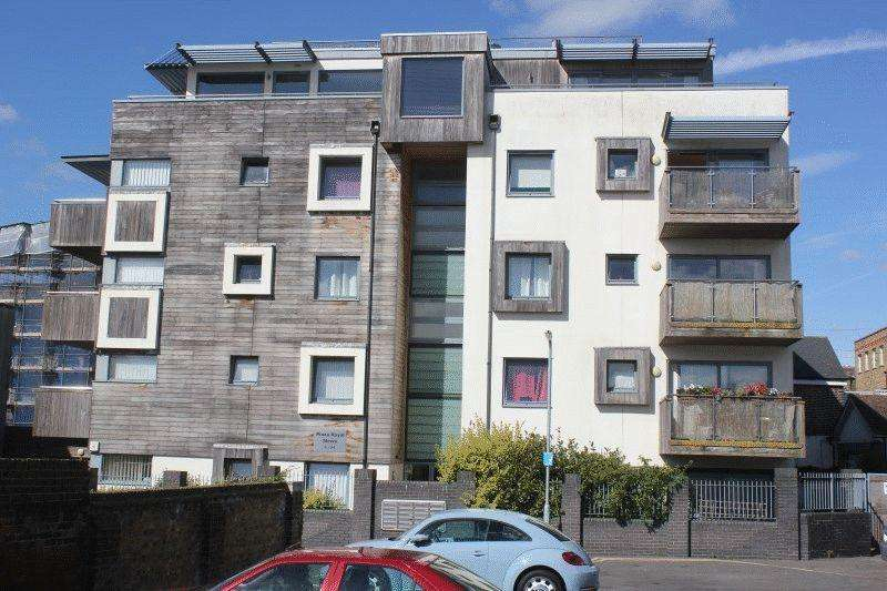 2 Bedrooms Flat for sale in Plaza Royal Mews, Southend-On-Sea