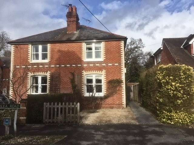 3 Bedrooms Semi Detached House for sale in Briarlea Road, Mortimer Common, Reading, RG7