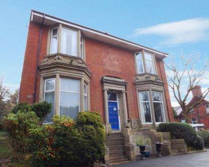 2 Bedrooms Flat for sale in East Park Court, 12 East Park Road, Blackburn, Lancashire, BB1
