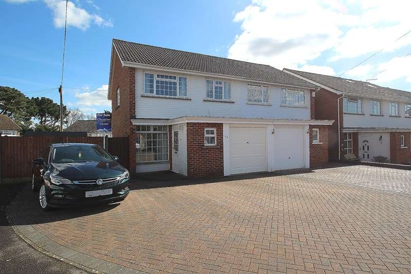 4 Bedrooms Semi Detached House for sale in Furneaux Gardens, Fareham
