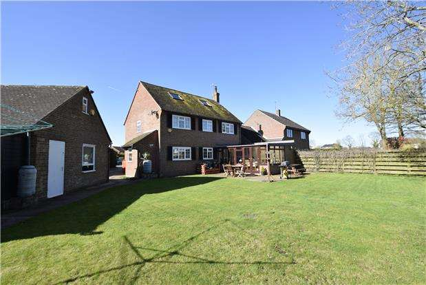 4 Bedrooms Detached House for sale in Meadow Close, Oakley, AYLESBURY, Buckinghamshire, HP18 9QP