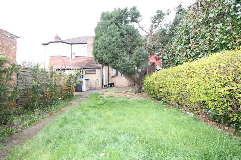 1 Bedroom Flat for sale in Connaught Gardens, Palmers Green, London N13