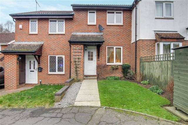 2 Bedrooms Terraced House for sale in Hollingbourne Crescent, Tollgate Hill, Crawley