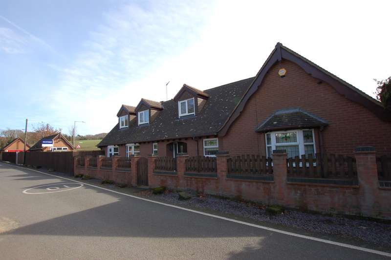 4 Bedrooms Bungalow for sale in Berkeley Cottage, Prestwood Drive, Stourton, DY7 6RZ